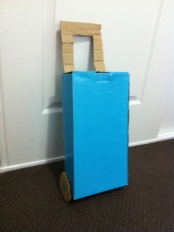 Suitcase with extendable handle
