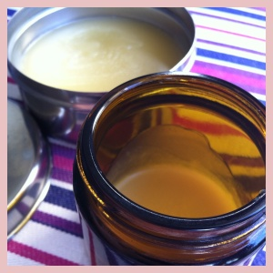 Hand/body balm with macadamia oil