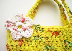 The Etsy Blog: How to Make Plarn and Crochet an Eco-friendly Tote Bag